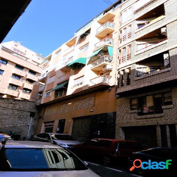 Vivienda en zona Mercado Central, 100 m2, 4 dormitorios, 2