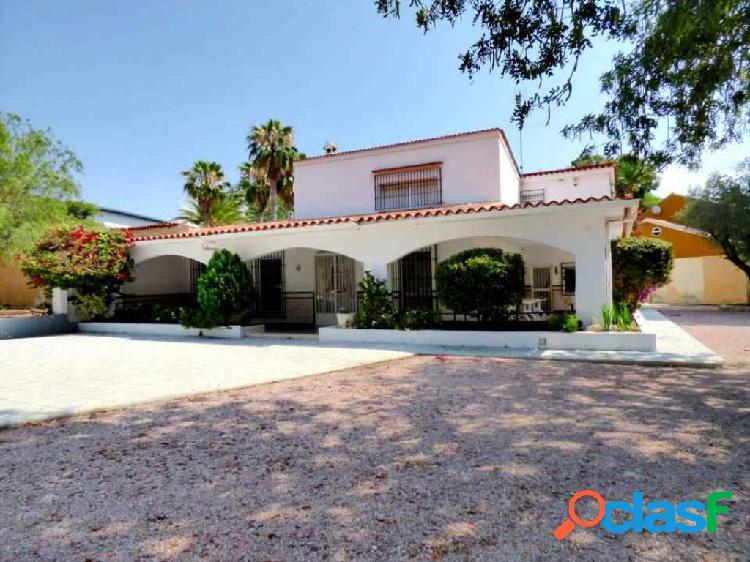 Vivienda en zona Vistahermosa con casa de invitados -