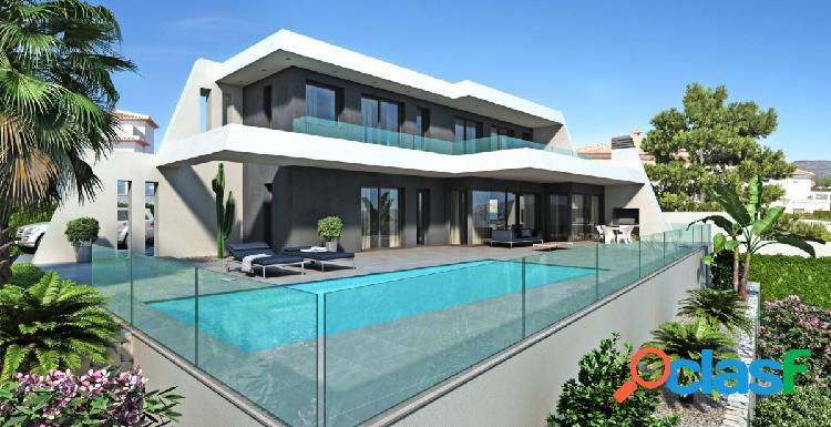 Vivienda moderna en construcción con piscina y vistas al
