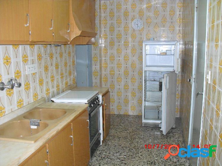 Vivienda situada en zona Acacias, de 97 m2, primera planta