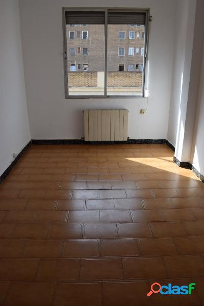 Zona Delicias. Piso 57 m2. Calefacción individual gas.