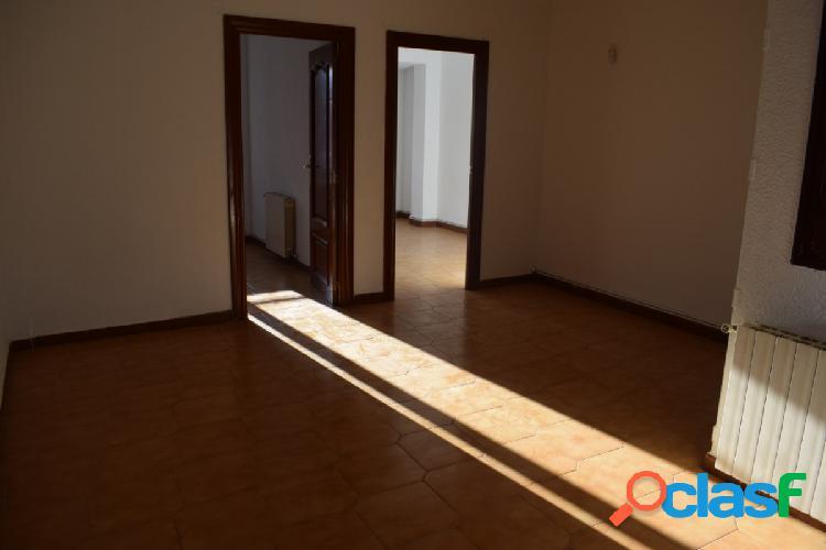 Zona Las Fuentes. Piso 74 M2 3 habitaciones 1 terraza 2