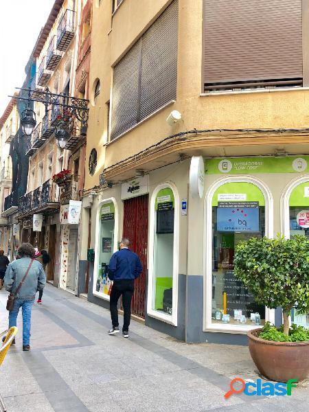 alquila local en esquina en la calle Mayor de Orihuela.