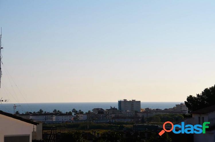chalet Con vistas al mar y al lado de los servicios