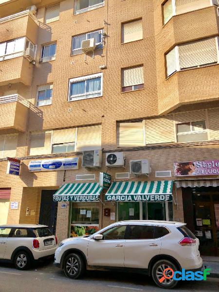 local comercial calle Lavatorio, junto a la avenida de la