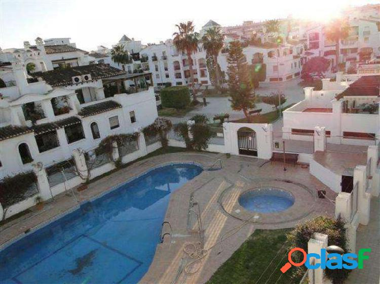 piso reformado con cuatro piscinas comunitarias, en