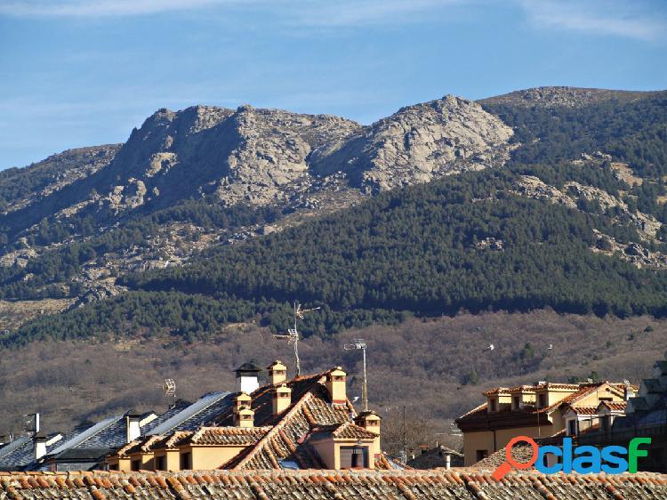 Ático con preciosas vistas a la plaza y la montaña