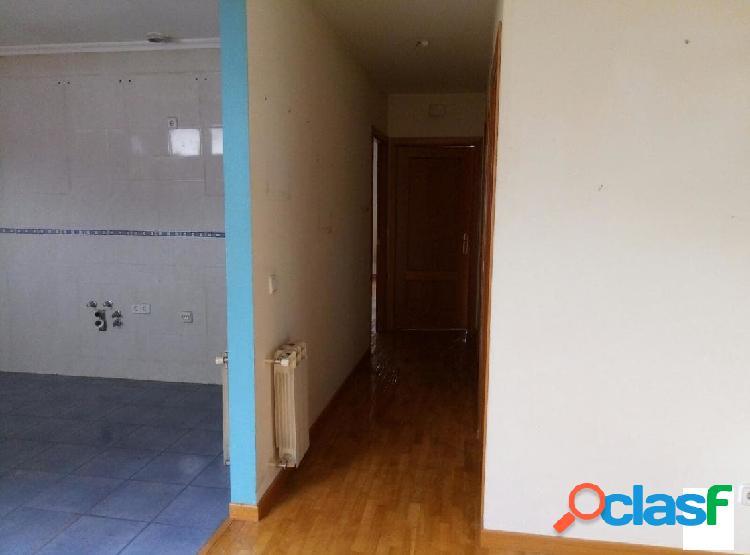 Ático de 2 dormitorios y baño completo, salón comedor y