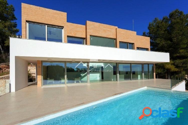villa de lujo de diseño moderno de reciente construcción