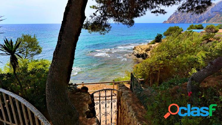 villa estilo mediterraneo en primera linea de mar en Calpe
