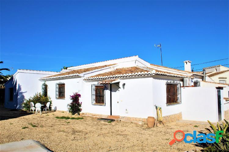villa independiente soleada con vistas despejadas en caminos