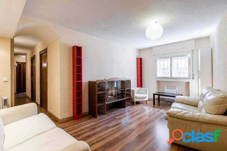 Amplio piso con 3 habitaciones dobles en Carabanchel, Madrid