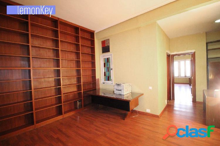 Amplio y estupendo piso en Gran Vía Ramón y Cajal,