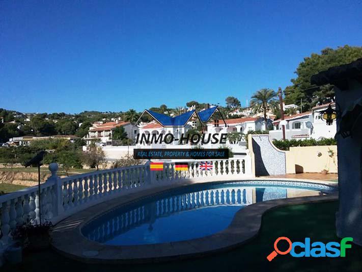 Bonita casa con piscina y vistas al mar en Benissa Costa