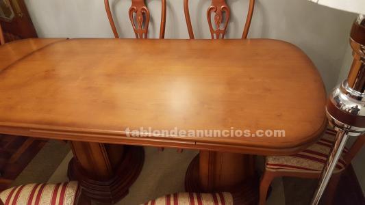 Conjunto de mesa de de comedor y sillas, todo de madera de