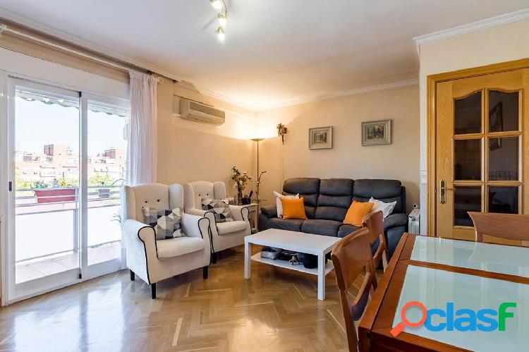Fantástico piso a la venta en calle Albaida, Madrid