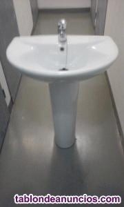 Lavabo nuevo con pedestal y grifo