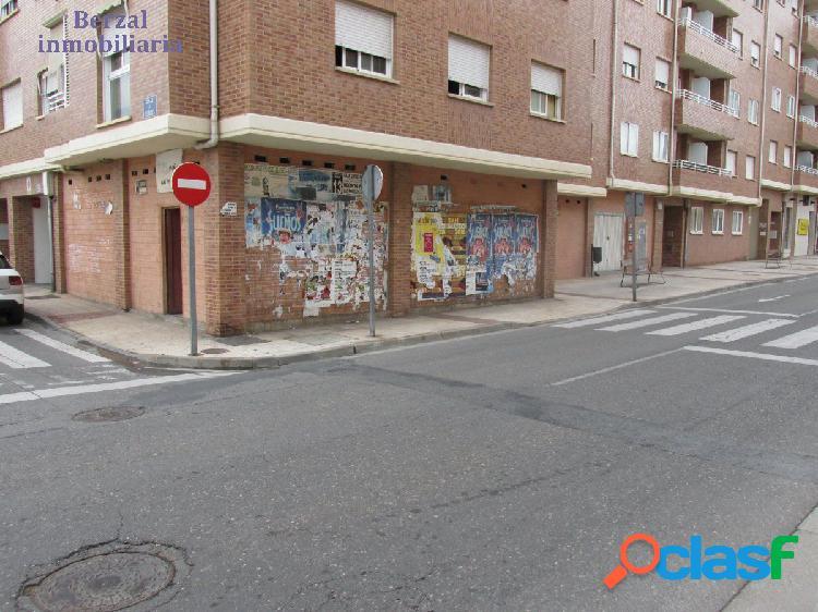 Local comercial en esquina en Lardero, La Rioja