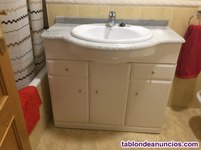 Mueble de baño con pila y grifo