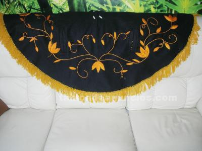 Poncho mexicano de lana bordado a mano
