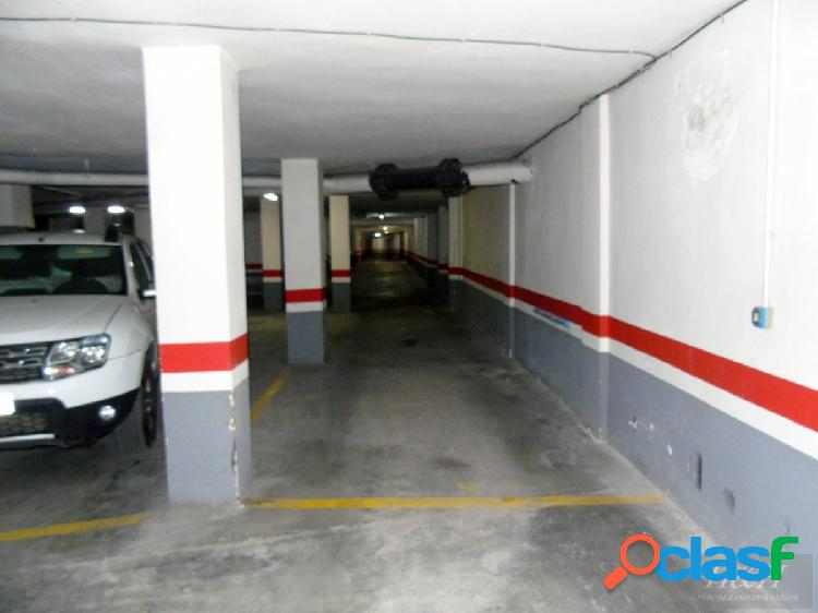 Se alquilan plazas de garaje en zona Eixereta. / HH