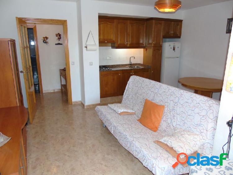 Se vende acogedor apartamento en playa de Canet. /H H