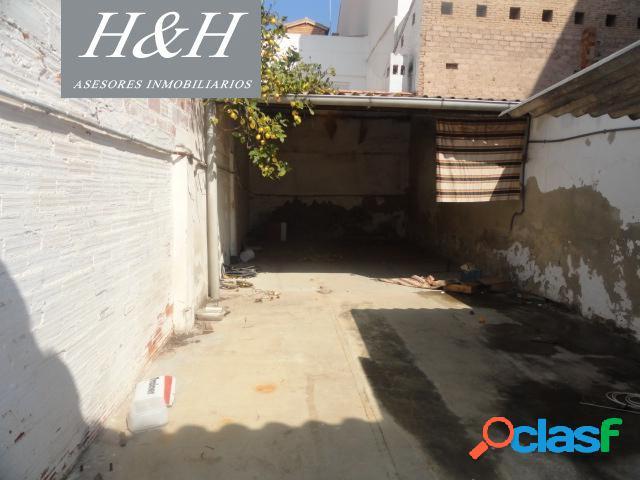 Se vende casa de una planta en Burjassot. // H H Asesores,