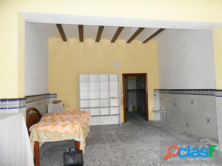 Se vende casa para reformar en El Castell. / H H Asesores,