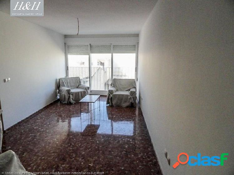 Se vende fantástico piso en Villamarchante. / H H Asesores,