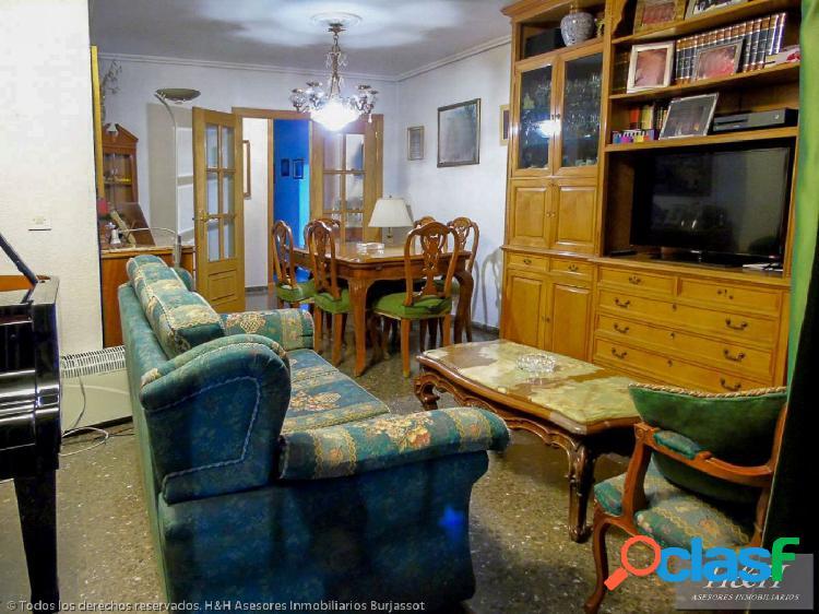 Se vende magnífico piso en el centro de Burjassot. / H H