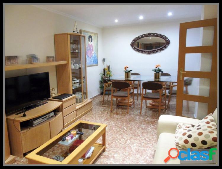 Se vende magnifico piso de 4 habitaciones //H H Asesores,