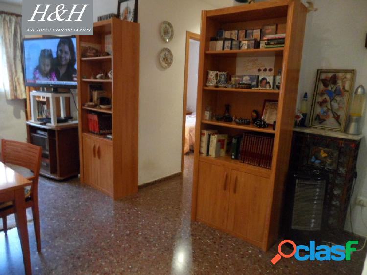 Se vende piso con garaje en zona ajardinada de Benimamet. /H