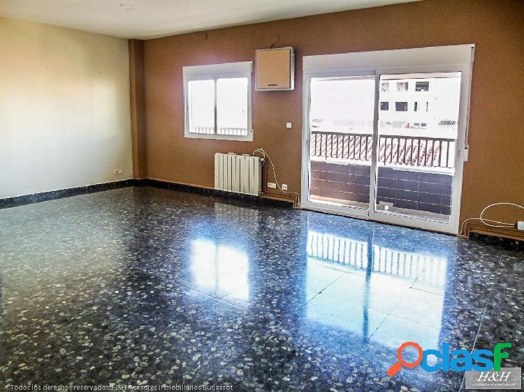 Se vende piso en Zona Ayuntamiento. /HH asesores,