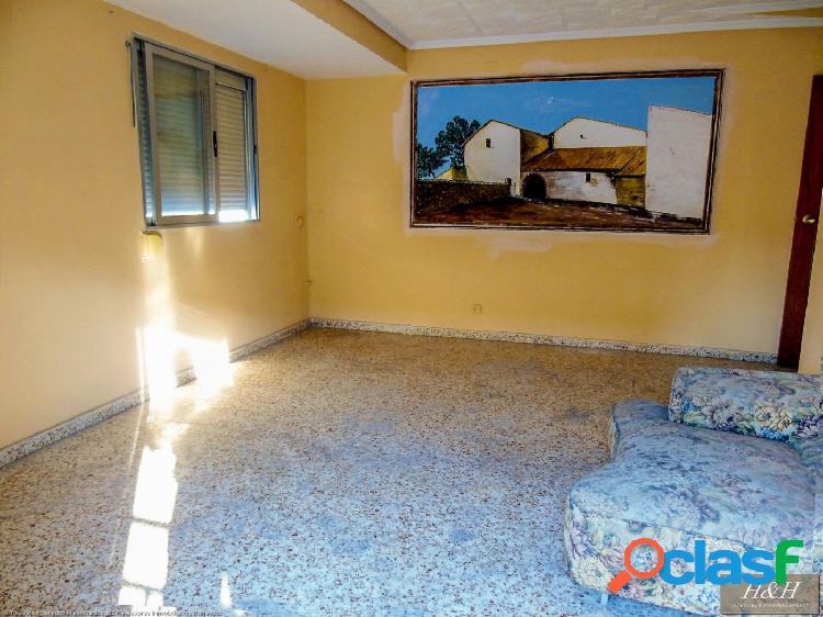 Se vende piso en Zona Pi y Margall. / HH Asesores,