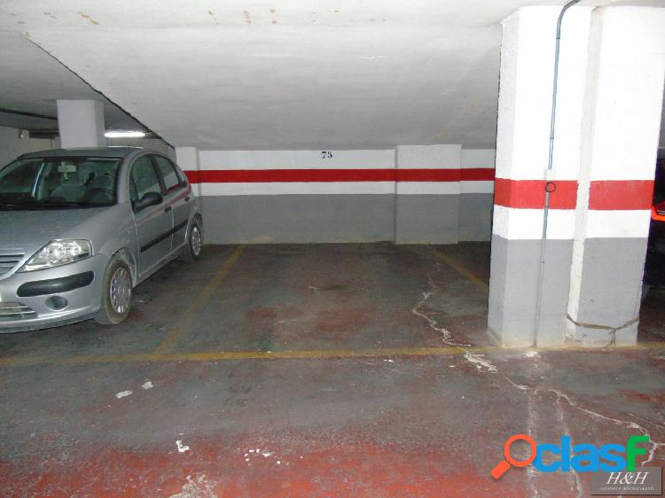 Se vende plaza de parking en Zona Universidades. / HH