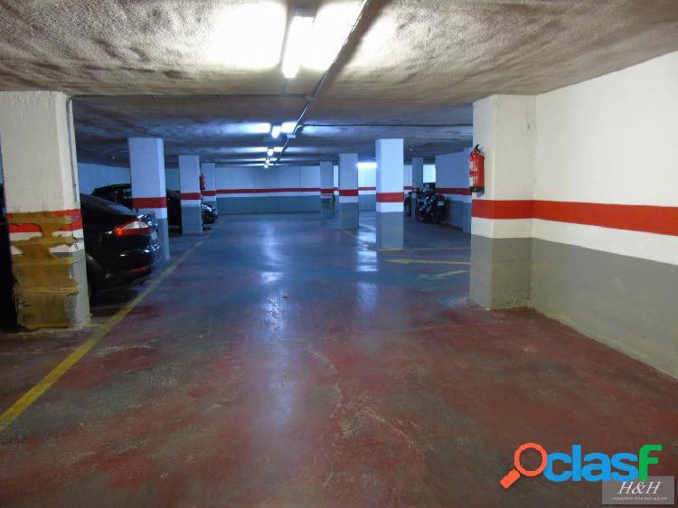 Se vende plaza doble de garaje en Zona Universidades. /HH
