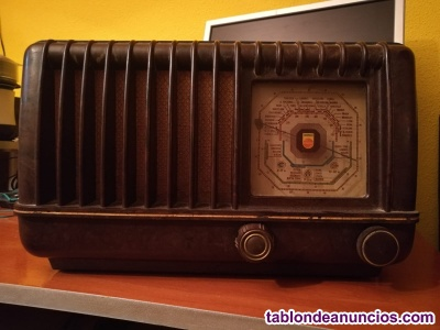 Se vende radio antigua año  en perfecto estado.
