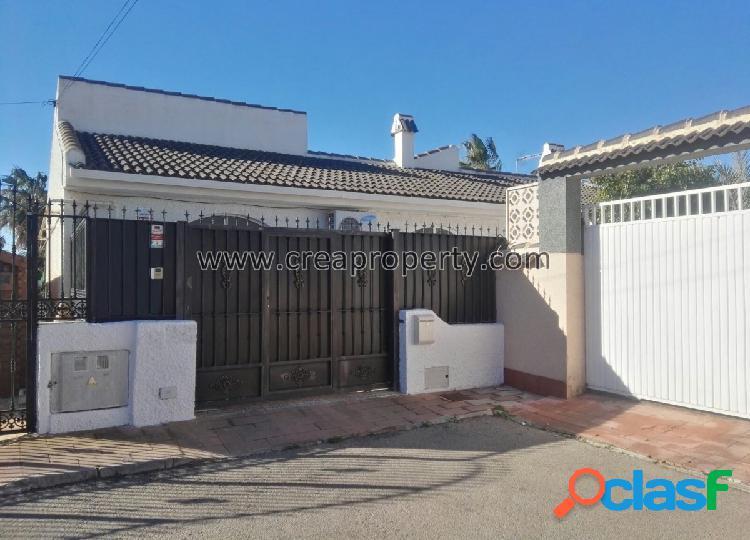Se vende villa en Urbanización Oasis de Los Alcázares