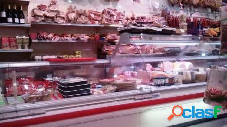 Alquiler de local de 200 m2 con negocio de carnicería con