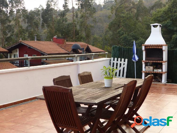 Casa adosada en Isuskiza, muy bien orientada y con buenas