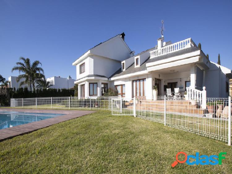 Chalet en venta de 675 m² en Calle Castaños, 46370 Chiva