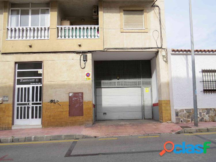 Dos plazas de garaje en venta cerca de la estación de