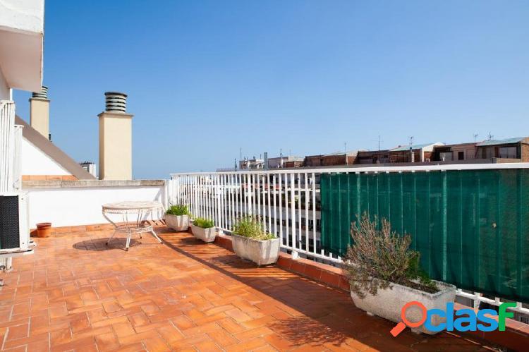 Fantástico ático con dos grandes terrazas en Gràcia.