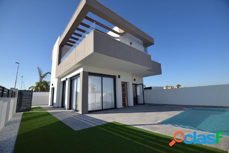 Nueva construcción de villas estilo moderno con piscina en