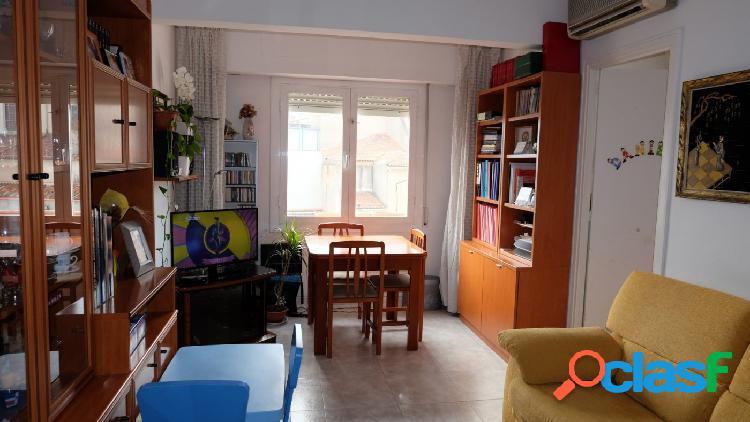 Piso 3, habitaciones,alto y luminoso en carrer de Sants