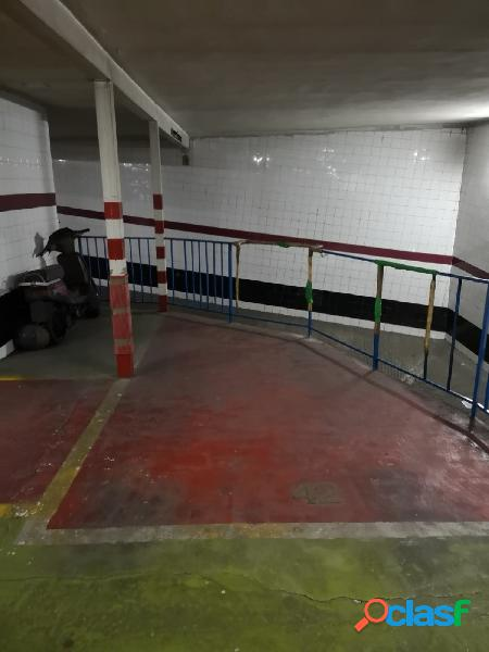 SE VENDE Plaza de Garaje en calle Troya