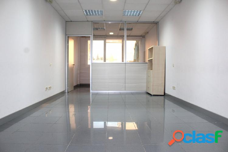Se alquila oficina de 50 m2 con plaza de garaje