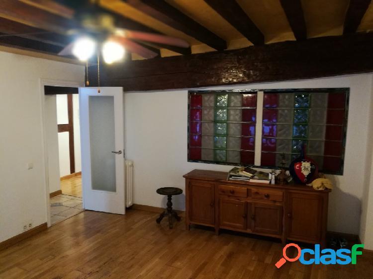 Se vende bonito piso interior en casco viejo