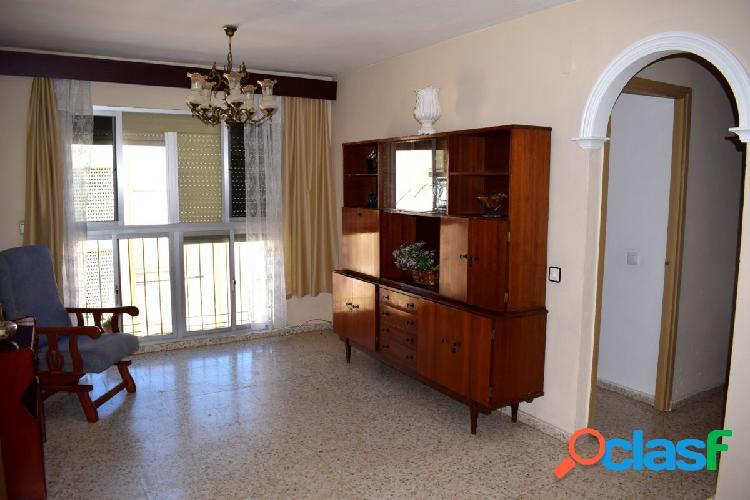 Se vende piso muy luminoso en la zona de las 512 viviendas