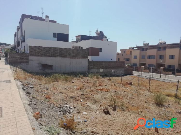 Solar para construir su propia vivienda en Vélez-Málaga